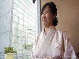 37歳の美熟女が着物で神社に初詣にきていたところでナンパされその日にホテルに行って着物を徐々に脱がしてパコっちゃうw
