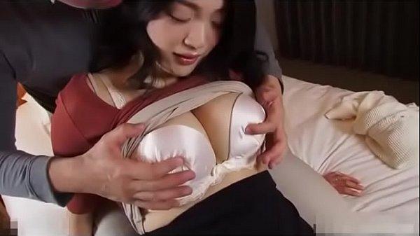 抱き心地抜群な三十路の豊満Fカップの美熟女奥様 小宮百恵 30歳