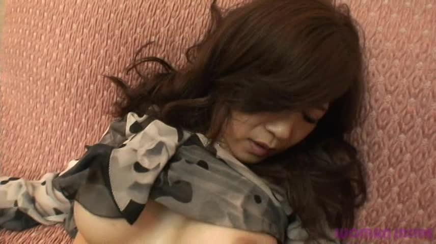 ブラのCMでお馴染みの篠原涼子に似ている人妻熟女(素人)とエッチなことをたくさんします!秘部を舐めて騎乗位で突きまくるw