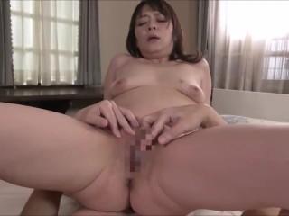 ご主人とはほぼ毎日セックスしているという貞淑妻の47歳の垂れ乳美人